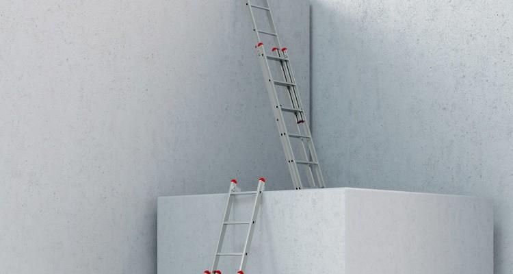 Leitern auf Baustelle als Weg